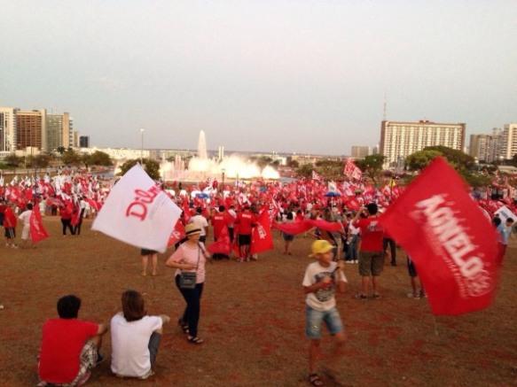 Mobilização pela reeleição de Dilma e Agnelo, em Brasília-DF, no dia 13 de setembro. Reprodução