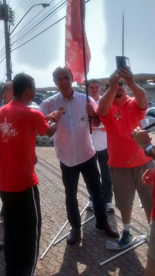 Foto tirada onde mostra Arruda supostamente fazendo campanha para Dilma, na Ceilândia. Reprodução