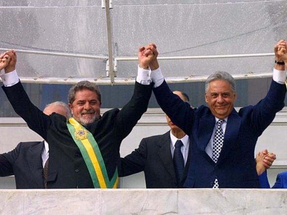 Lula e FHC, na posse do petista, em 2003. Reprodução