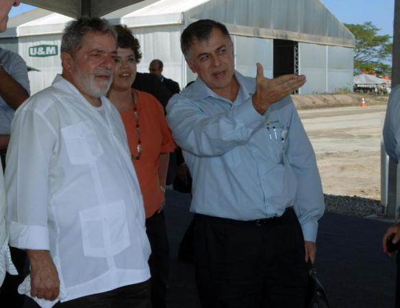 """Dilma e Paulo Roberto da Costa, o """"Paulinho"""", como Lula o chama. Foto: Petrobras Dados e Fatos"""
