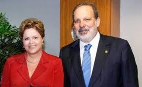 A presidenta Dilma Rousseff e o ministro do Desenvolvimento, Armando Monteiro.
